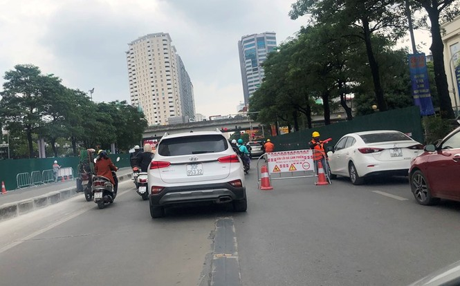 Phân luồng phương tiện qua công trường hầm chui Lê Văn Lương ra sao? - ảnh 5