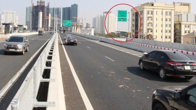 Cầu Thăng Long tắc kéo dài, đường trên cao thiếu điểm lên xuống - ảnh 3