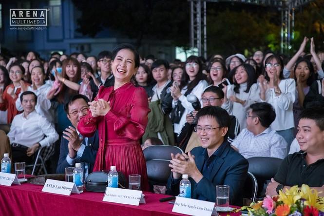 """NSND Lan Hương và NSND Trọng Trinh bị tân sinh viên """"chất vấn"""" về tình yêu - ảnh 5"""