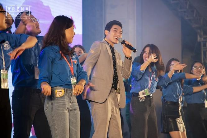 """NSND Lan Hương và NSND Trọng Trinh bị tân sinh viên """"chất vấn"""" về tình yêu - ảnh 7"""