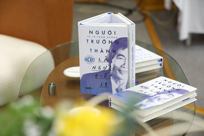 TS Lê Thẩm Dương xuất bản sách có tựa đề gây tranh cãi - ảnh 1