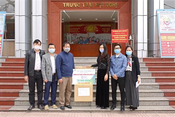 Tặng hơn 10.000 bộ quần áo phòng dịch cho các điểm nóng COVID-19 tại Hải Dương và Quảng Ninh - ảnh 2