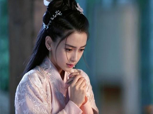 """Mỹ nhân phim cổ trang Trung Quốc mặc váy quyến rũ hút mắt bất chấp ảnh """"chụp lén"""", fan ngất ngây - Ảnh 10."""