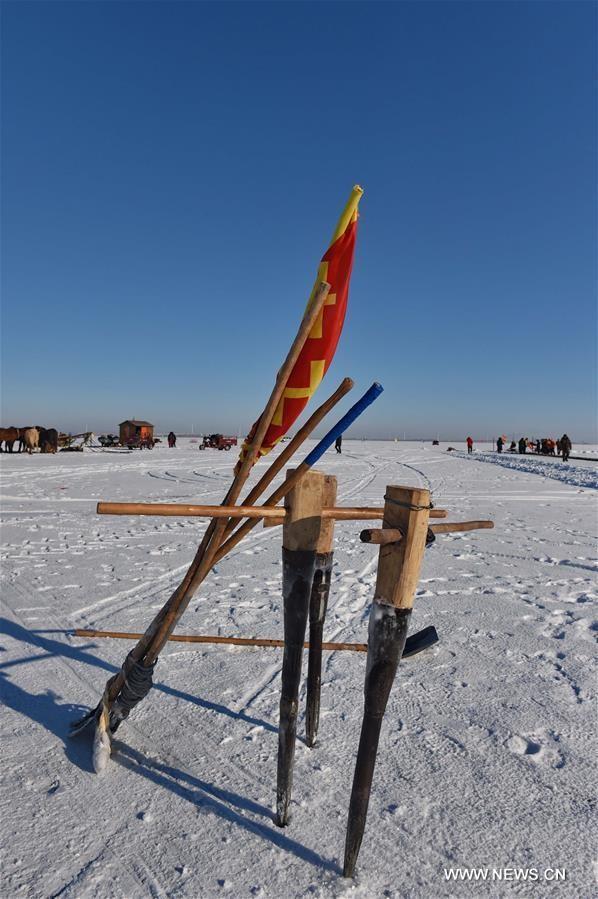Độc đáo lễ hội khoan băng bắt cá ở Trung Quốc - ảnh 1