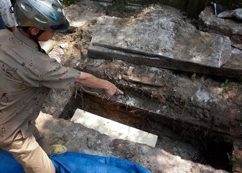 Kẻ gian tìm gì khi đào trộm mộ của những người cao tuổi - ảnh 1