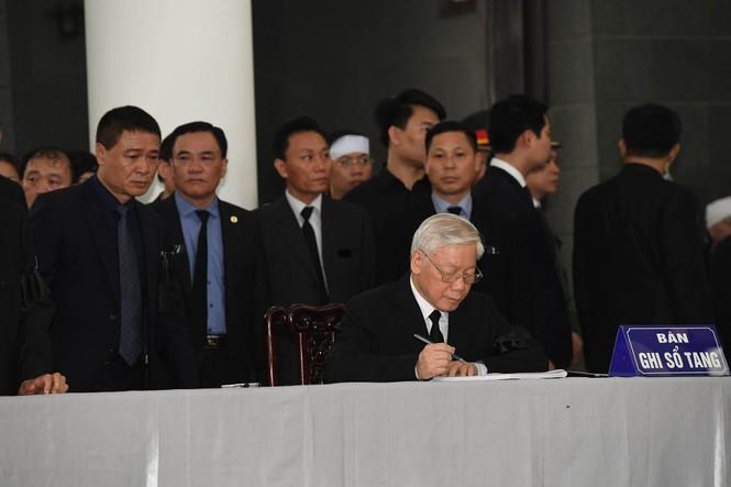 1.500 đoàn trong nước, quốc tế viếng Chủ tịch nước Trần Đại Quang - ảnh 2