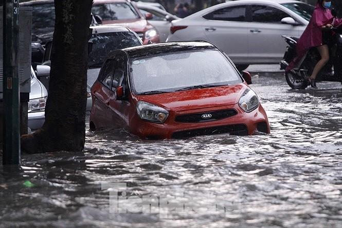 Thủ tướng Nguyễn Xuân Phúc: 'Một trận mưa lớn ở Hà Nội mà đã tắc hết đường' - ảnh 1