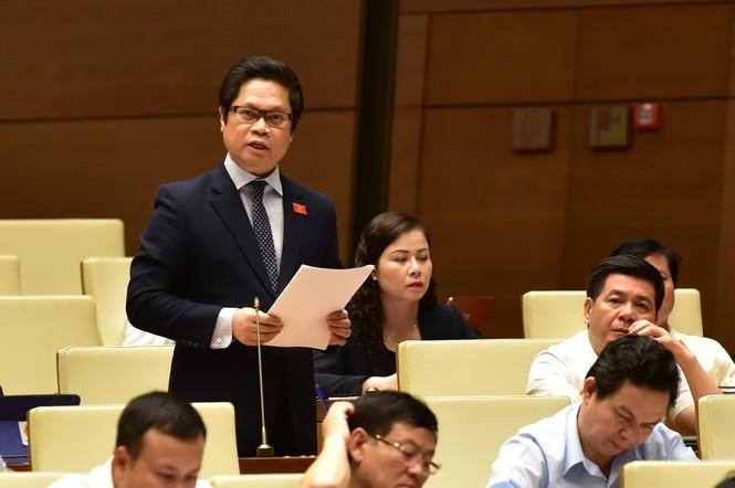 Bà Nguyễn Thị Quyết Tâm bật khóc trước Quốc hội khi nói về tăng giờ làm thêm - ảnh 1