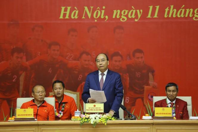 Thủ tướng nói về lý do gặp mặt 2 đội tuyển bóng đá Việt Nam trước - ảnh 1