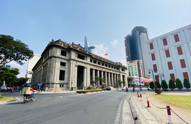 Đường phố Sài Gòn vắng vẻ ngày đầu 'cách ly xã hội' - ảnh 4