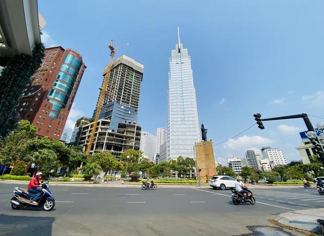 Đường phố Sài Gòn vắng vẻ ngày đầu 'cách ly xã hội' - ảnh 3