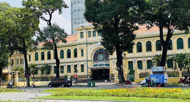 Đường phố Sài Gòn vắng vẻ ngày đầu 'cách ly xã hội' - ảnh 14
