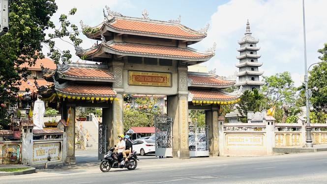 Đường phố Sài Gòn vắng vẻ ngày đầu 'cách ly xã hội' - ảnh 13