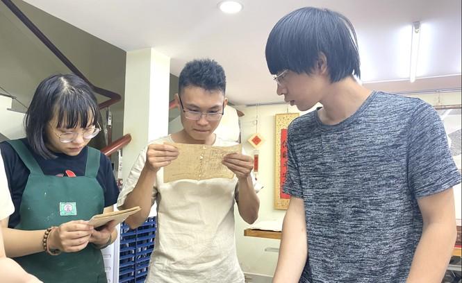 Đột nhập 'bệnh viện giấy' của chàng trai quê miền Trung - ảnh 13