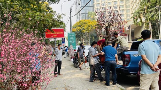 Chợ hoa lớn nhất Sài Gòn vắng khách ngày cận Tết - ảnh 10
