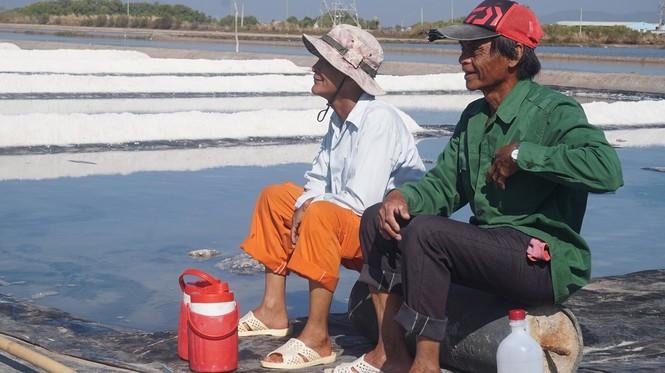 Cận cảnh 'nghề gieo nước biển' đầu năm ở phương Nam - ảnh 11