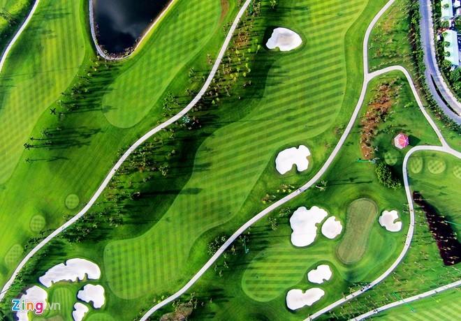 Sân golf 1.500 tỷ ở Hà Nội nhìn từ trên cao - ảnh 1