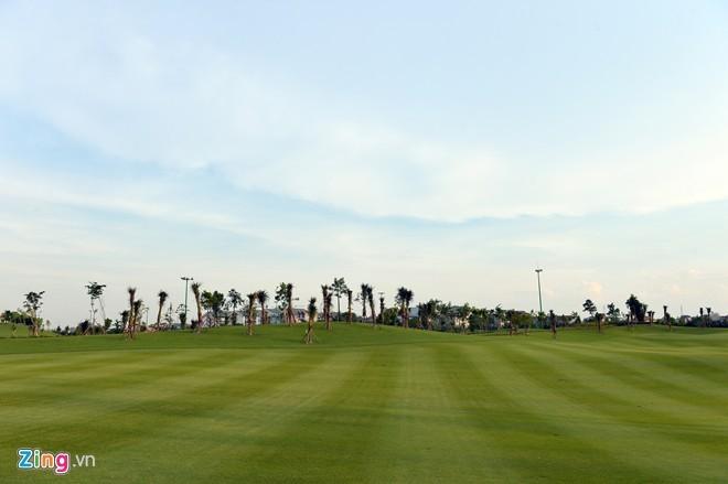 Sân golf 1.500 tỷ ở Hà Nội nhìn từ trên cao - ảnh 2