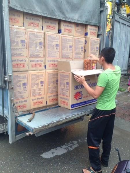 Thu giữ hàng nghìn hộp bánh kẹo nhập lậu giữa Thủ đô - ảnh 1