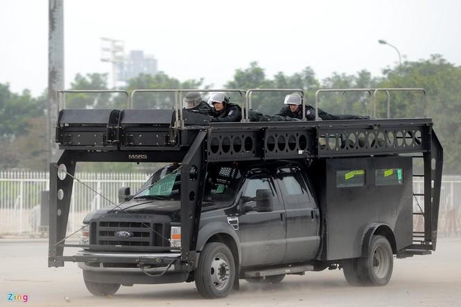 Dàn xe chống khủng bố tham gia bảo vệ Đại hội Đảng - ảnh 7