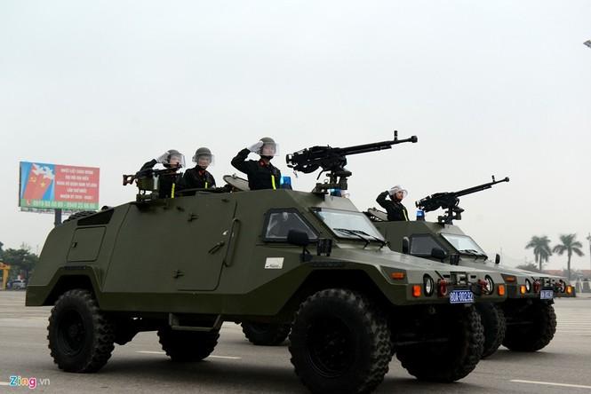 Dàn xe chống khủng bố tham gia bảo vệ Đại hội Đảng - ảnh 10