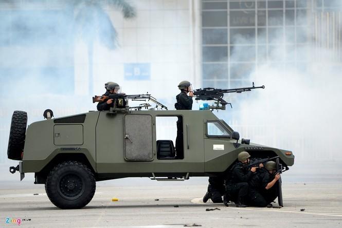Dàn xe chống khủng bố tham gia bảo vệ Đại hội Đảng - ảnh 11