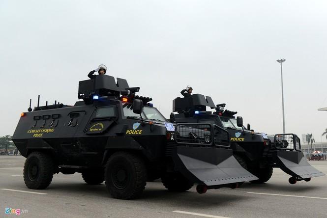 Dàn xe chống khủng bố tham gia bảo vệ Đại hội Đảng - ảnh 12
