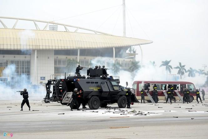 Dàn xe chống khủng bố tham gia bảo vệ Đại hội Đảng - ảnh 13