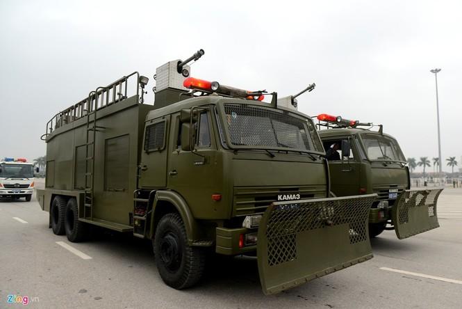Dàn xe chống khủng bố tham gia bảo vệ Đại hội Đảng - ảnh 18