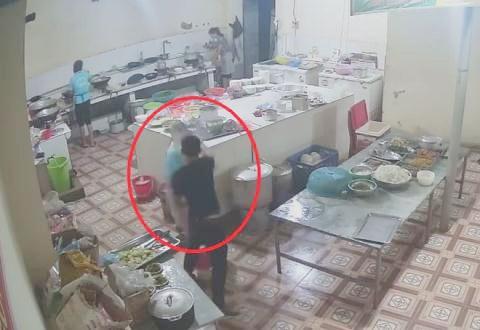 Bắt 2 nghi phạm tạt axit mù mắt nữ phụ bếp ở Hòa Bình - ảnh 2