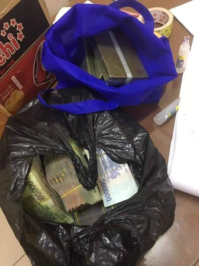 Cô giáo hối lộ CSGT gần 1 tỉ đồng để xin giữ lại 5 bánh ma túy - ảnh 1