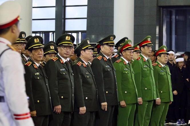 Xúc động tang lễ 3 liệt sĩ hy sinh ở Đồng Tâm - ảnh 5