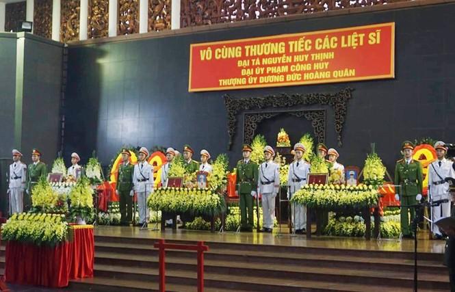 Xúc động tang lễ 3 liệt sĩ hy sinh ở Đồng Tâm - ảnh 11
