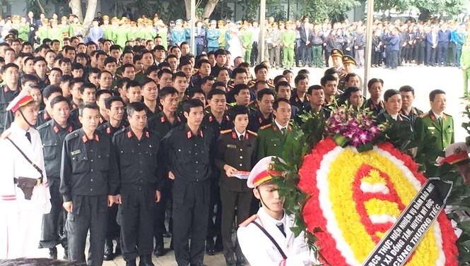 Xúc động tang lễ 3 liệt sĩ hy sinh ở Đồng Tâm - ảnh 10