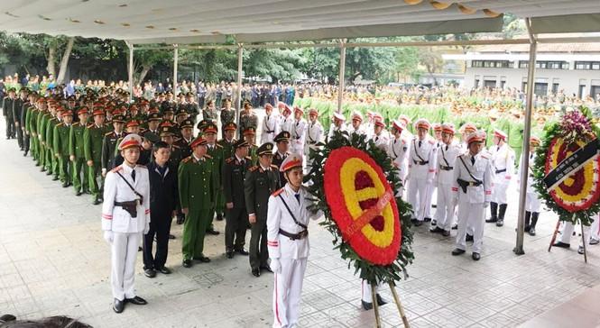 Xúc động tang lễ 3 liệt sĩ hy sinh ở Đồng Tâm - ảnh 9