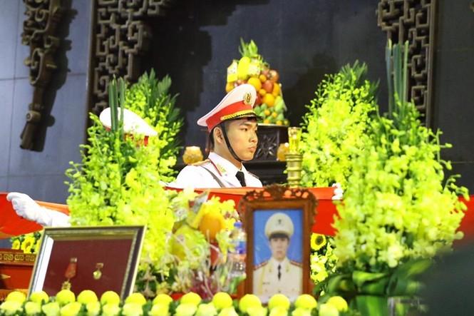 Xúc động tang lễ 3 liệt sĩ hy sinh ở Đồng Tâm - ảnh 1