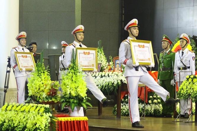 Xúc động tang lễ 3 liệt sĩ hy sinh ở Đồng Tâm - ảnh 2