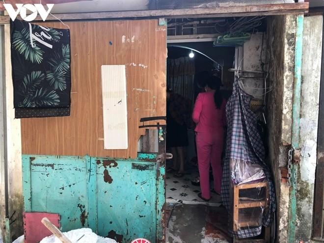 Bé gái bị bạo hành, hiếp dâm tại Hà Nội: Hàng xóm phát hiện mẹ bắt trói, dán mồm con để đánh qua camera - ảnh 5