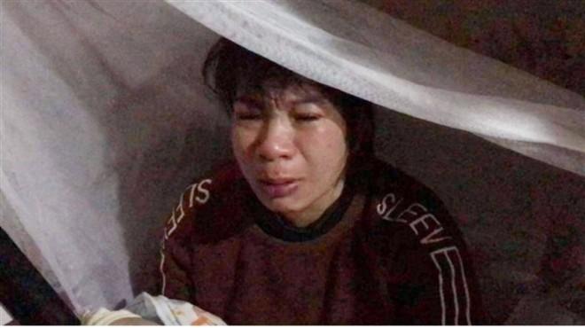 Bé gái bị bạo hành, hiếp dâm tại Hà Nội: Hàng xóm phát hiện mẹ bắt trói, dán mồm con để đánh qua camera - ảnh 1