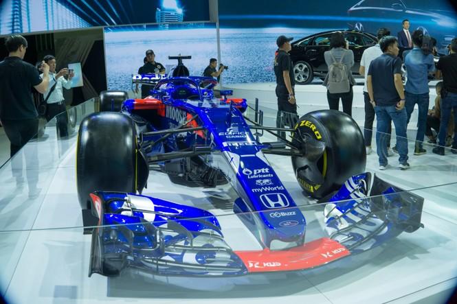 'Mục kích' hai chiếc xe đua F1 tại triển lãm VMS 2019 - ảnh 6
