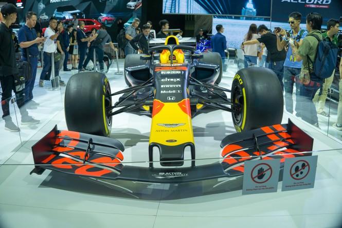 'Mục kích' hai chiếc xe đua F1 tại triển lãm VMS 2019 - ảnh 2