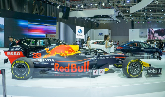 'Mục kích' hai chiếc xe đua F1 tại triển lãm VMS 2019 - ảnh 3