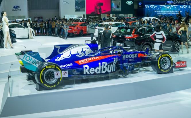 'Mục kích' hai chiếc xe đua F1 tại triển lãm VMS 2019 - ảnh 8