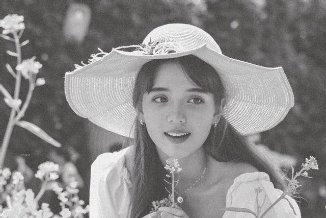 'Bông hồng lai' Việt Nam-Hà Lan trong trẻo nhan sắc tuổi trăng rằm - ảnh 4