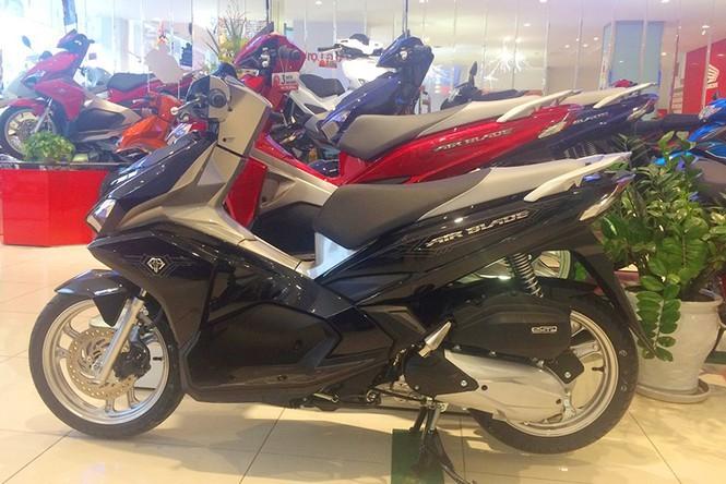 Có nên mua xe máy Honda 'đội giá'? - ảnh 1