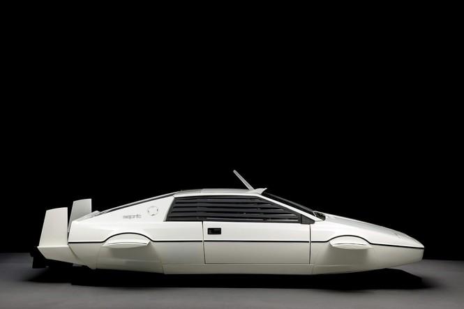 Tỷ phú Elon Musk bỏ gần 1 triệu USD tậu xe phim James Bond - ảnh 1