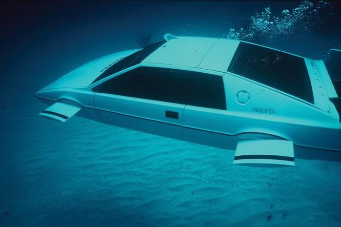 Tỷ phú Elon Musk bỏ gần 1 triệu USD tậu xe phim James Bond - ảnh 3