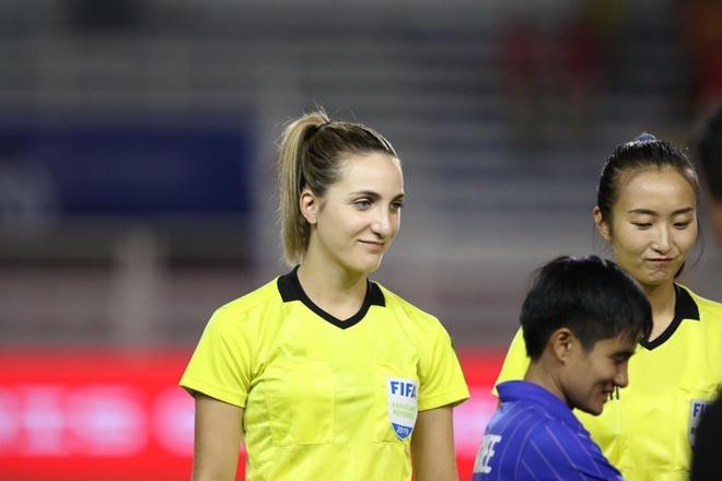 Nữ trọng tài được fan Việt 'truy tìm' sau chung kết bóng đá nữ SEA Games - ảnh 4
