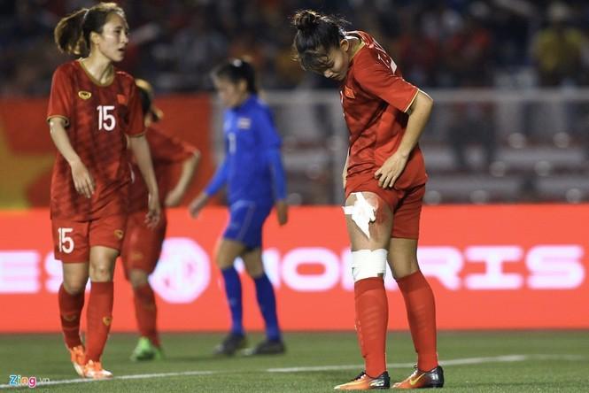 Chân rướm máu, cầu thủ nữ Việt Nam nén đau đá trận chung kết vs Thái Lan - ảnh 4