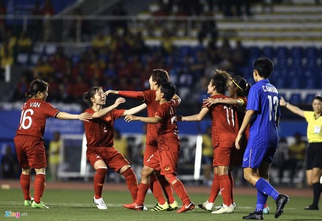 Chân rướm máu, cầu thủ nữ Việt Nam nén đau đá trận chung kết vs Thái Lan - ảnh 5
